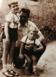 Mit Vater und Bruder